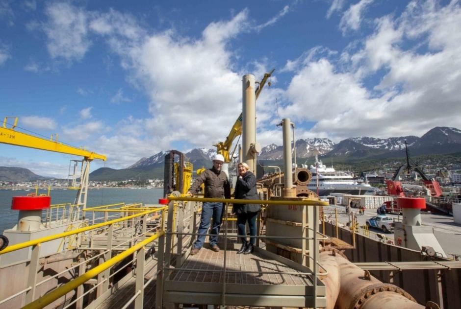 Gobernadora supervis el trabajo de la draga en el puerto de ushuaia - Trabajo en el puerto ...